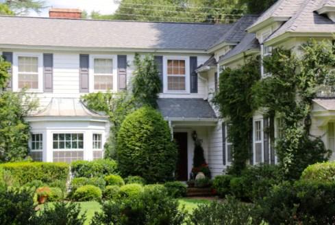White-home-with-lush-lanscaping-in-Pinehurst