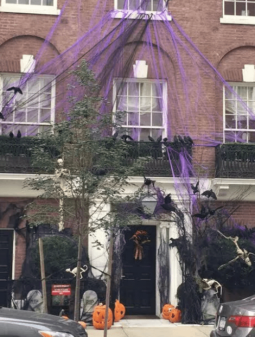 Scary NYC Haloween Decor via The Potted Boxwood