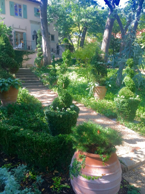 Garden by Robert Bellamy via The Potted Boxwood 2