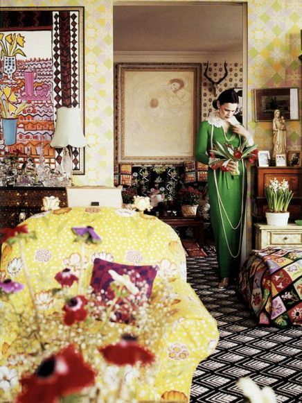 Gloria Vanderbuilt in her living room via Vogue