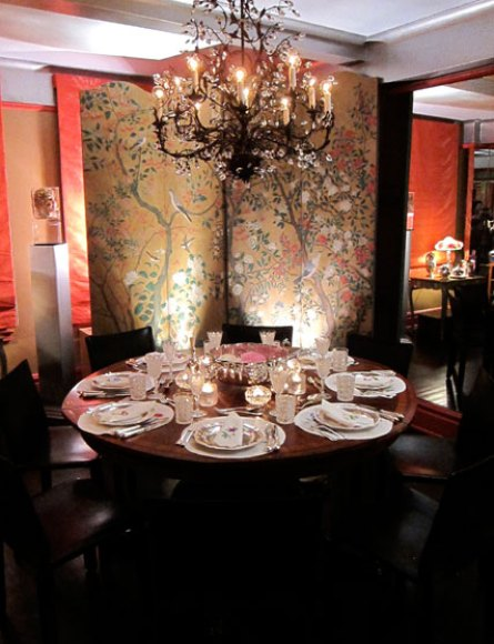 Glorida Vanderbilts dining room with chinese screens via New York Magazine