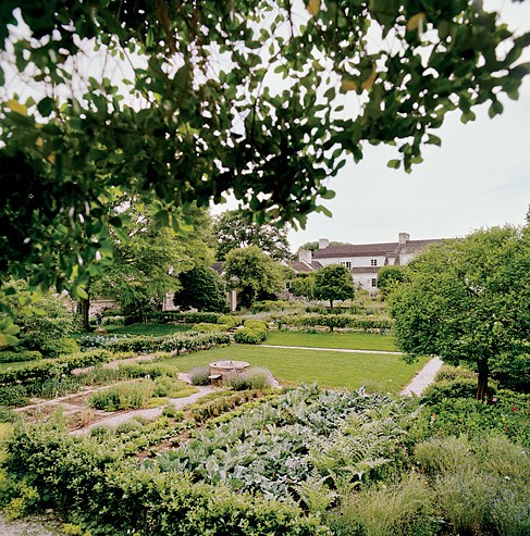 bunny-mellon-garden-via-vanity-fair-3