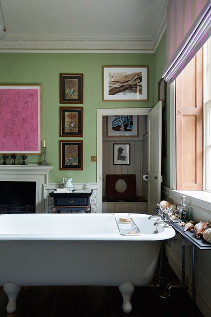 guest-bathroom-02-edward-bulmer-house-29nov17-Lucas-Allen_b_426x639