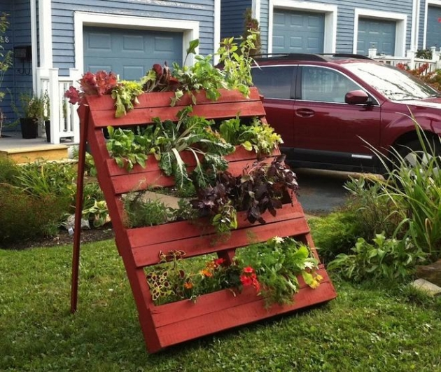freestanding pallet-planter - www_palletsideas_com