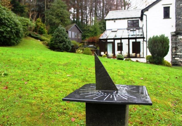 Braegarth Cottage sundial garden Elterwater - zoedawes