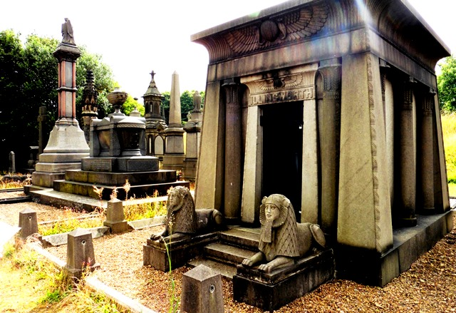 Illingworth Mausoleum Undercliffe Bradford - photo zoedawes