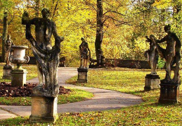 Konopiste Italian statues - zoedawes