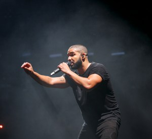 LONDON, ENGLAND - JUNE 28:  Drake performs at the New Look Wireless Birthday Party at Finsbury Park on June 28, 2015 in London, England.  (Photo by John Phillips/Getty Images)
