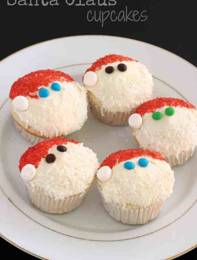 Santa Claus Cupcakes: super easy cupcake decorating that the kiddos can take part in! www.thereciperebel.com