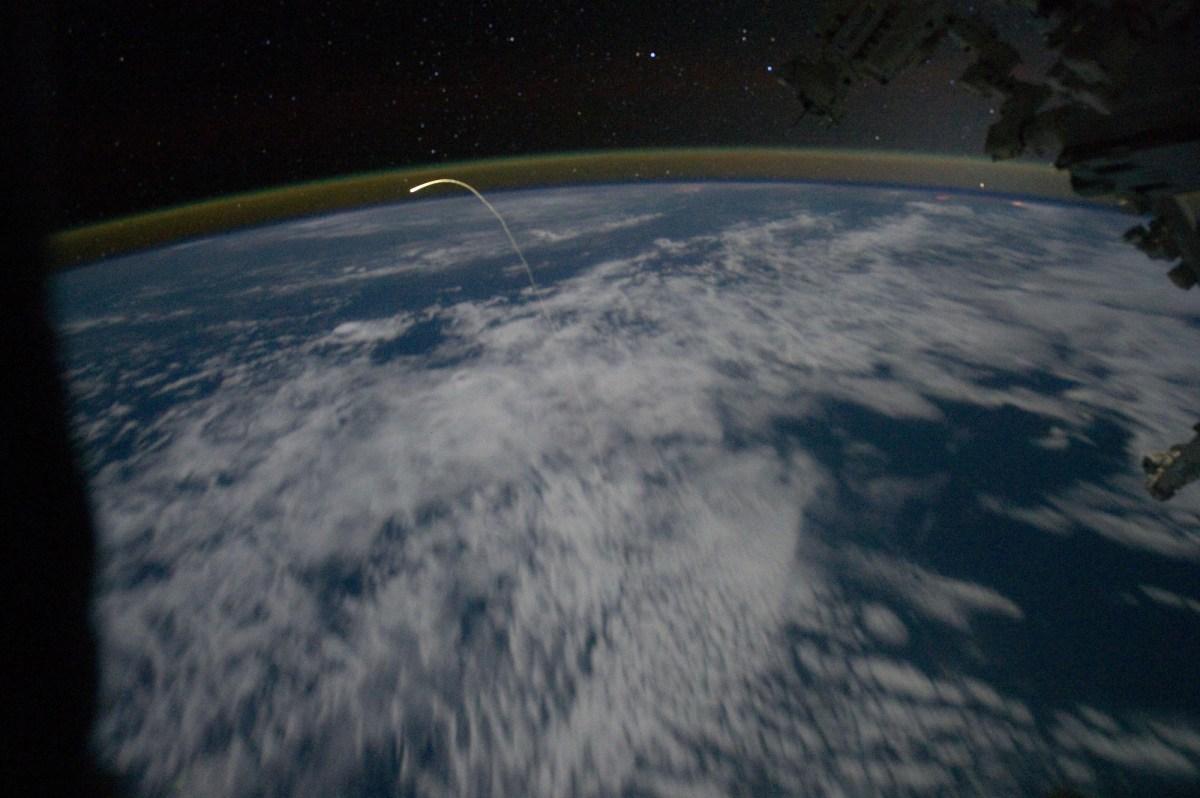 atlantis-iss-plasma-trail-large