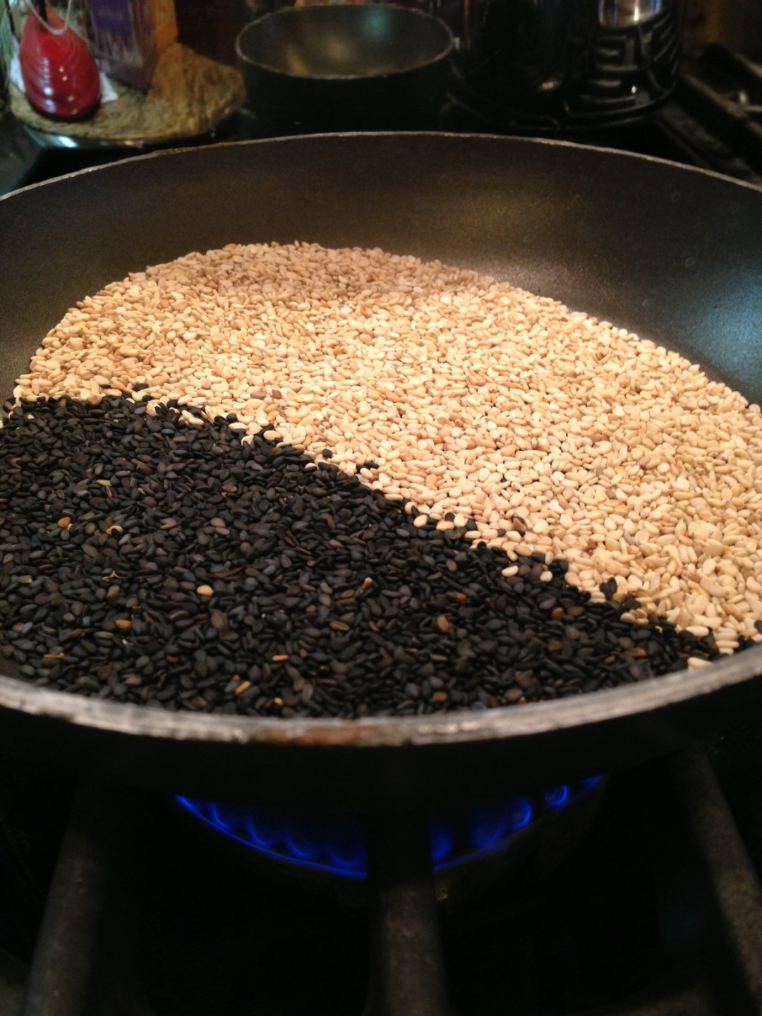 sesame seeds pan