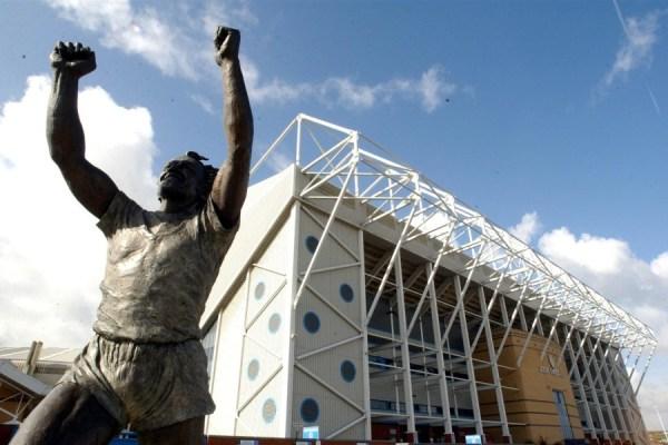 billy bremner  statue at Elland Road (Large)