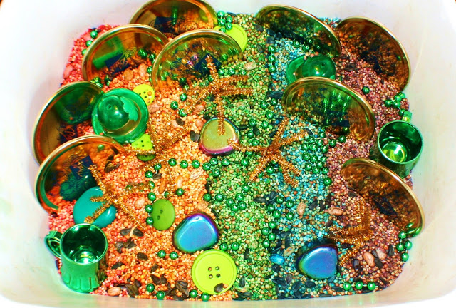 St. Patrick's Day Rainbow Sensory Bin. Click for more colorful #stpatrick sensory bins