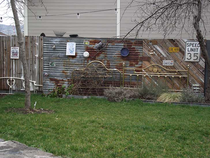 Using Recycled Building Materials To Create A Fence The