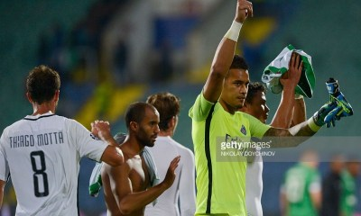 Paris Saint-Germain's French goalkeeper Alphonse Areola gestures to fans after winning the UEFA Champions League Group A football match between Ludogorets Razgrad and Paris Saint-Germain (PSG) at Vasil Levski National Stadium in Sofia on September 28, 2016. / AFP / NIKOLAY DOYCHINOV (Photo credit should read NIKOLAY DOYCHINOV/AFP/Getty Images)