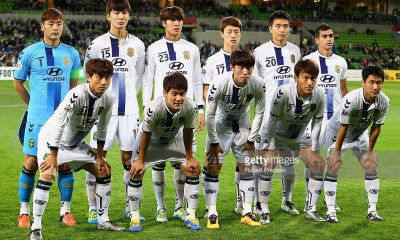 MELBOURNE, AUSTRALIA - MAY 17: Jeonbuk players pose for photos during the AFC Champions League match between the Melbourne Victory and Jeonbuk Hyundai Motors at AAMI Park on May 17, 2016 in Melbourne, Australia. (Photo by Robert Prezioso/Getty Images)