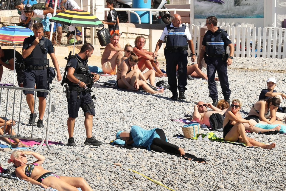 ***URGENT NOTICE - OUR SUPPLIER IS ASKING THAT ALL PUBLICATIONS PLEASE BLUR THE WOMAN'S FACE*** Police fine a woman for wearing a burkini on a beach in Nice.