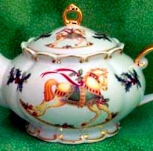 christmas-carousel-porcelain-teapot-14.jpg