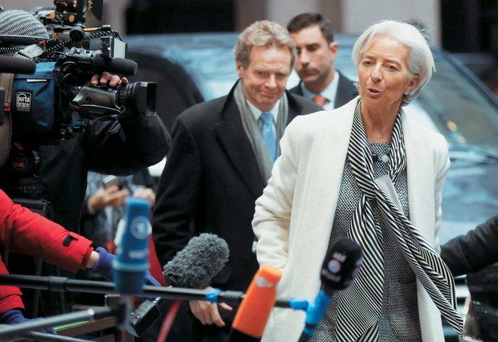 Η έκθεση του ΔΝΤ αναφέρει πως «οι δαπάνες παραμένουν υπέρμετρα εστιασμένες σε δυσβάσταχτα υψηλές συντάξεις που παρέχονται στους υπάρχοντες συνταξιούχους