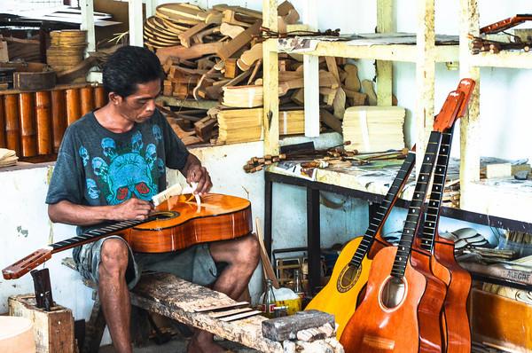 Alegre Guitar maker