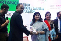Userhub's CEO Nilim Ahsan receives crest from Russel T. Ahmed (Senior Vice President, BASIS) at BASIS SoftExpo