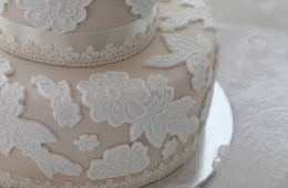 i14-076-wedding-cakes-and-bridal-gowns-F