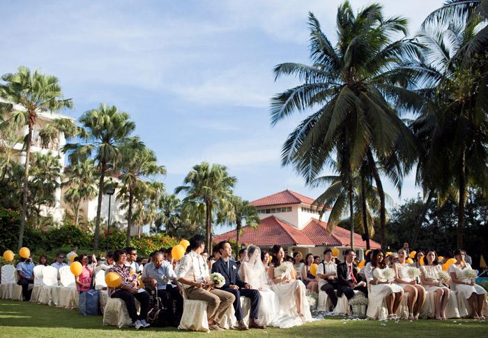 Equatorial Bangi, Putrajaya garden wedding. Photo by Anna Rina Photography. www.theweddingnotebook.com