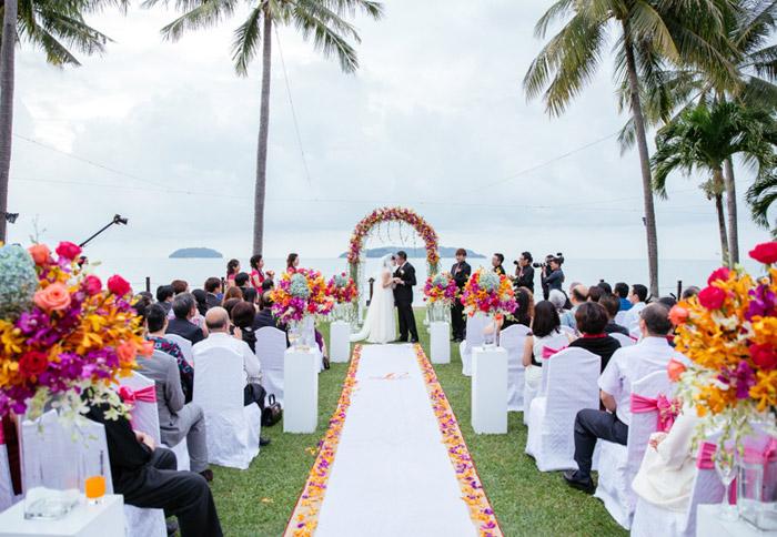 Shangri-la's Rasa Ria Resort, Sabah garden wedding. Photo by Eric So Photography. www.theweddingnotebook.com