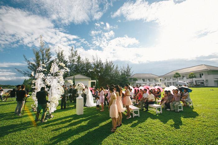 Garden wedding in Malaysia. Photo by Fabulous Moments. www.theweddingnotebook.com