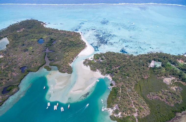 Ile Aux Cerfs, Deer Island. www.theweddingnotebook.com