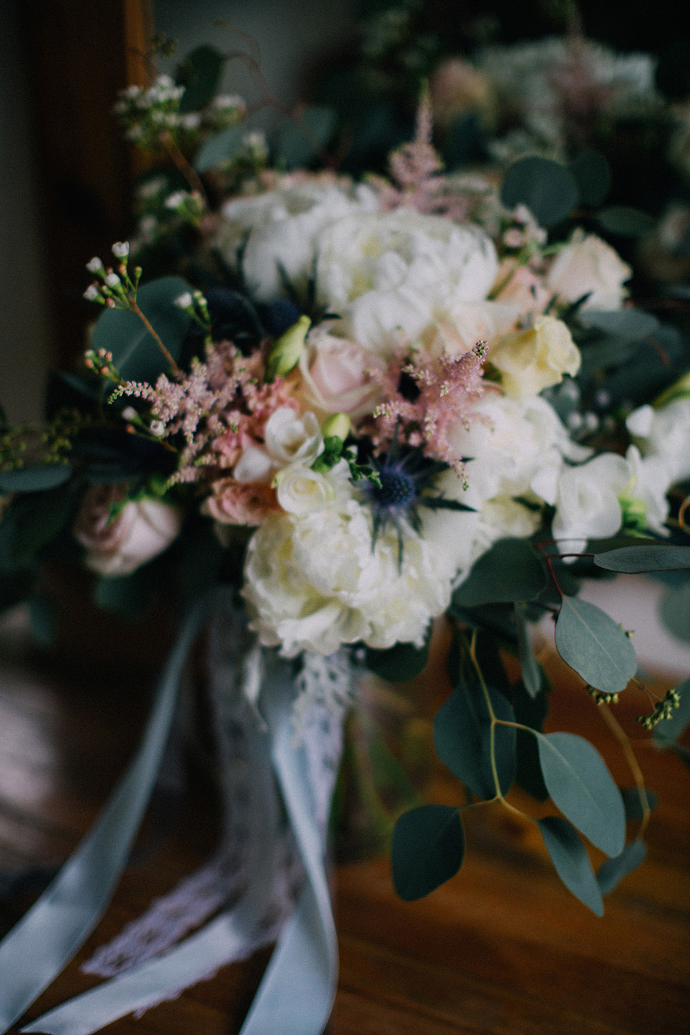 Rustic bridal bouquet. Photo by Hellojanelee. www.theweddingnotebook.com