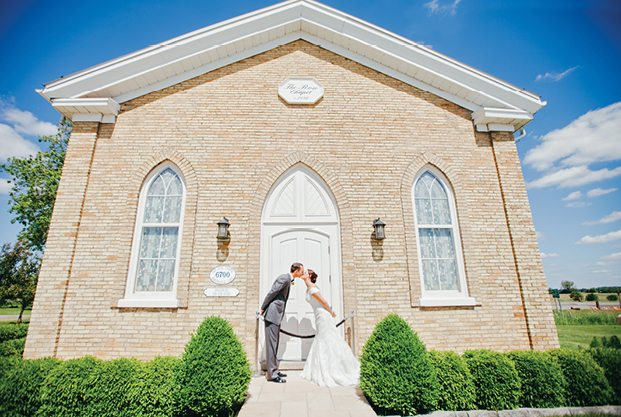 PHOTO: jessicalutzphotography.com | VENUE: The Rose Chapel by Best Western Stoneridge Inn