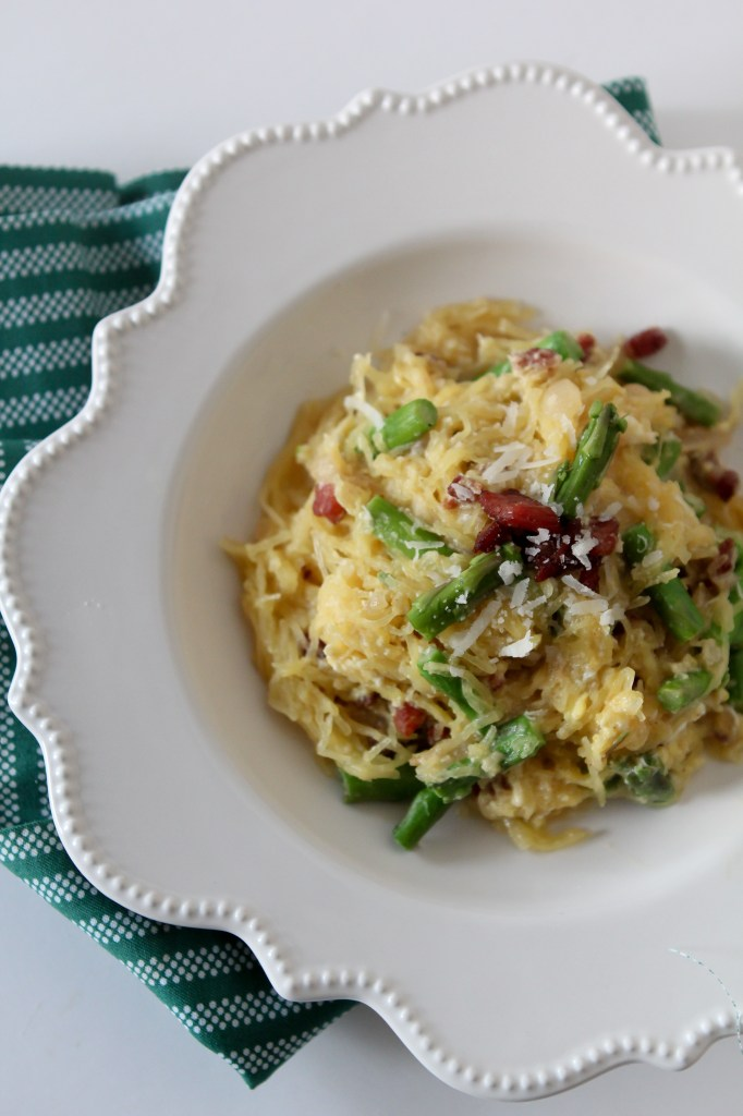 Easy Spaghetti Squash Carbonara from the Whole Smiths. Paleo friendly, gluten free and Whole30 compliant.