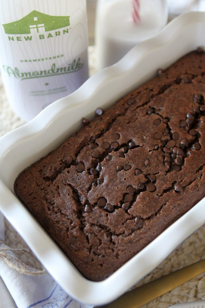 A grain-free Paleo Chocolate Banana Bread from the Whole Smiths brought to you by New Barn Organic Almondmilk. This recipe is sure to become a family favorite around the house!Gluten-Free.