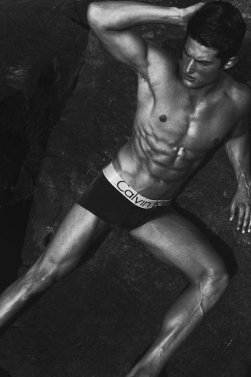 calvin_klein_hot_guy_underwear_bulge