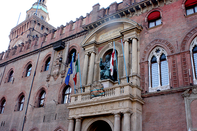 bologna_italy_visit_day_out_fountain_neptune_god_poseidon_city_center_buildings_italian4