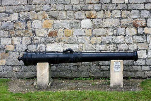windsor-visiting-06-castle-inside-cannon