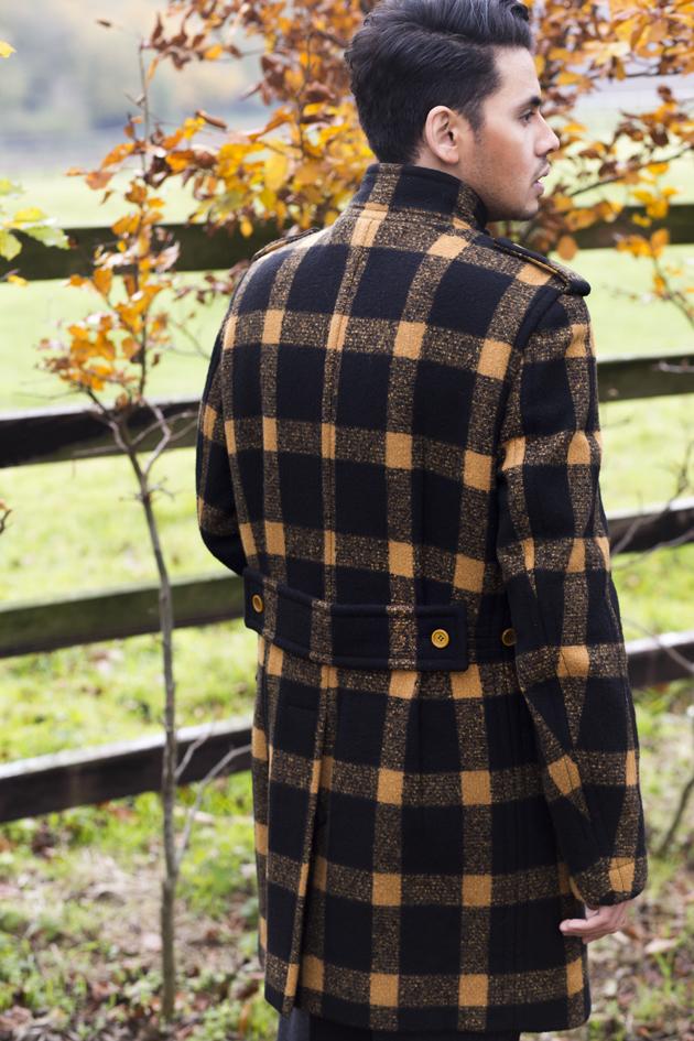 burberry-prorsum-fall-winter-2011-ronan-summers-look-13