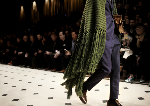 Burberry-Prorsum-Menswear-Autumn_Winter-2015-show-close-up-fringe-poncho