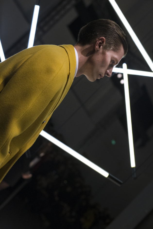 canali-autumn-winter-2015-yellow-oversized-coat-details-05