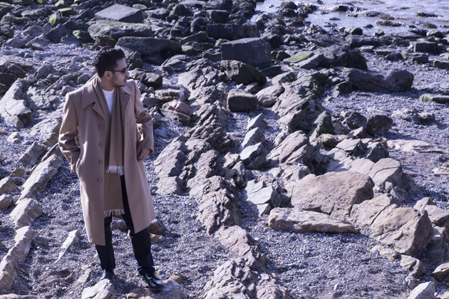 ronan-summers-beach-winter-look-07-camel-coat