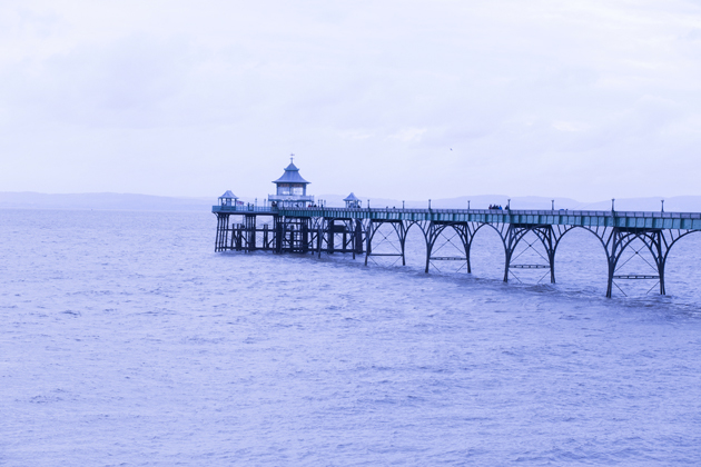 ronan-summers-beach-winter-look-08-clevedon-pier