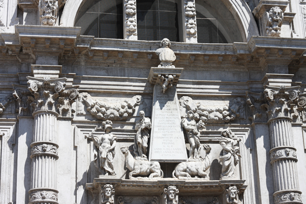 venice-101-guide-what-to-do-piazza-san-marco-statue-15