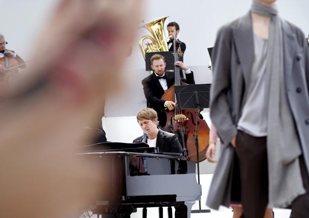 burberry-prorsum-spring-summer-2016-mens-show-runway-orchestra-07