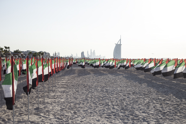 dubai-phototravel-beach-flags-national-day-015-s