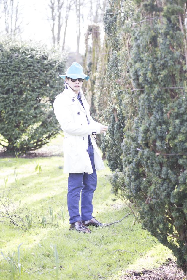 burberry-prorsum-spring-summer-2015-bucket-hat-trenchcoat-ronan-summers-05