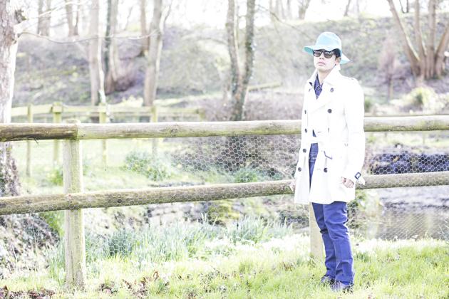 burberry-prorsum-spring-summer-2015-bucket-hat-trenchcoat-ronan-summers-07