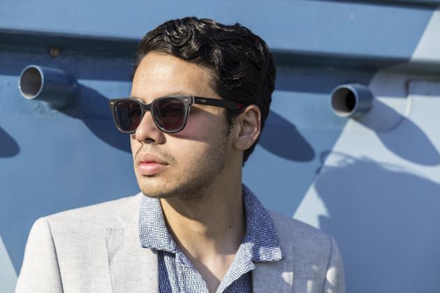 croatia-next-suit-linen-ronan-summers-06-toms-sunglasses-s