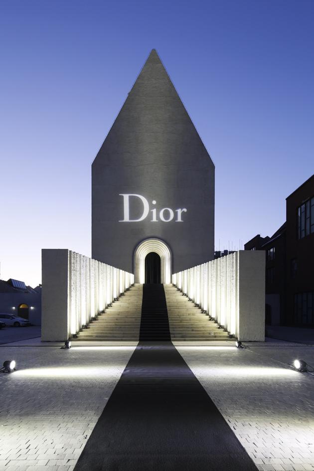 dior-homme-black-carpet-06