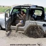jeep_wrangler_girl_mud_stuck_024